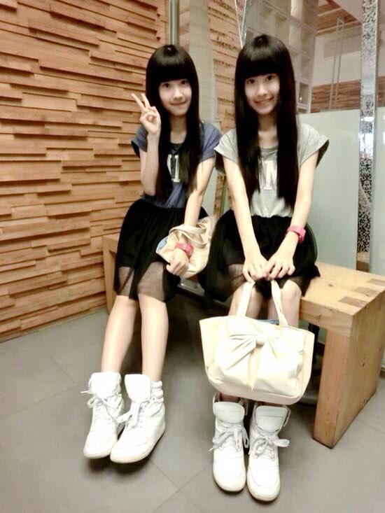 台湾双胞胎姐妹sandy&mandy长大啦